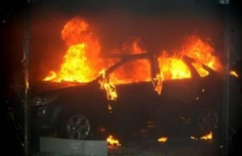 Αττική: Στις φλόγες τυλίχθηκε όχημα στον Άγιο Παντελεήμονα