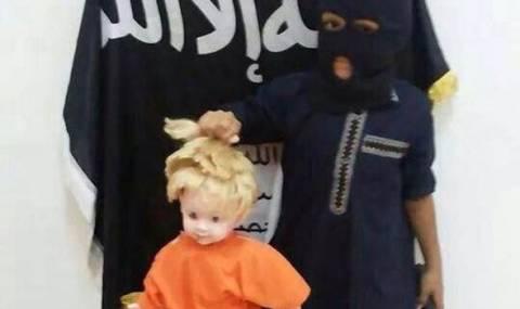 Αρρωστημένο! Τζιχαντιστές έβαλαν παιδί να αναπαραστήσει τον αποκεφαλισμό του Φόλεϊ (phs)