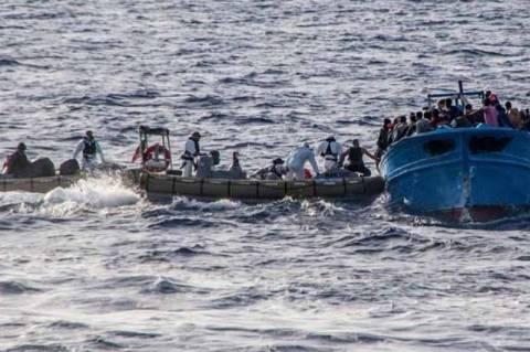 Ιταλία: Μετανάστες βρέθηκαν νεκροί σε πλοιάριο μαζί με δεκάδες επιζώντες