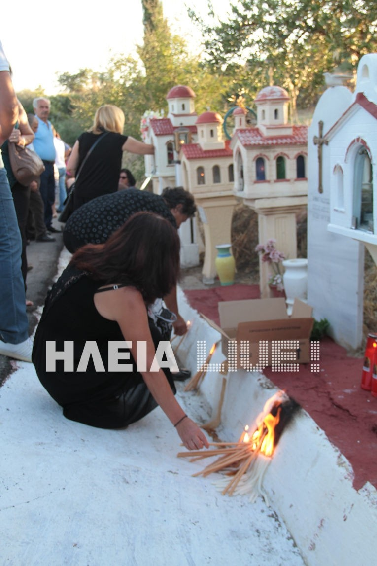 Ηλεία: 7 χρόνια από τις φονικές πυρκαγιές–Βουβός ο πόνος στο μνημόσυνο