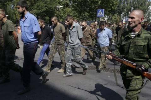Λαβρόφ: Τίποτα ταπεινωτικό στην παρέλαση Ουκρανών αιχμάλωτων πολέμου
