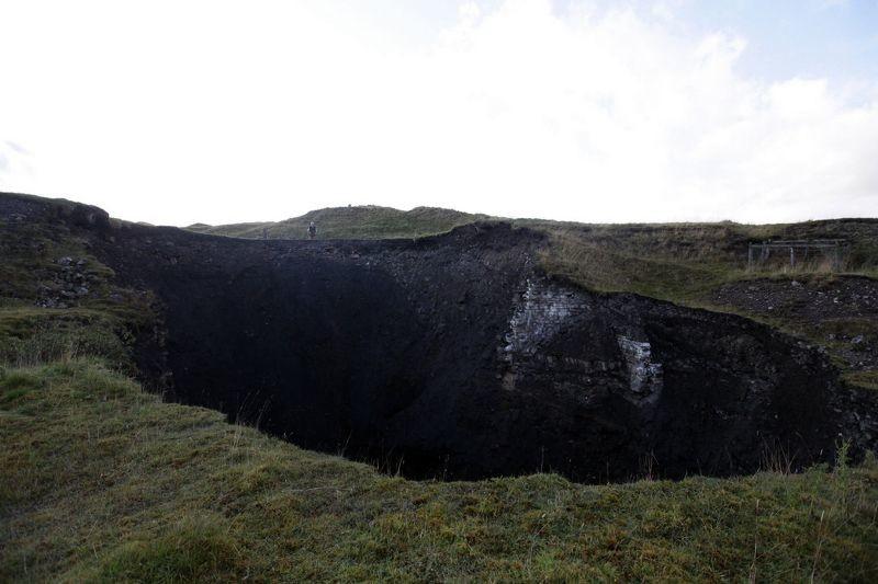 Βρετανία: Έντονη ανησυχία από τεράστιο κρατήρα! (video+photos)
