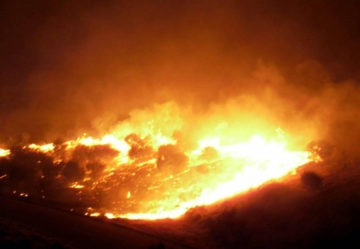 Συνεχίζει το καταστροφικό της έργο η φωτιά στα Τρίκαλα