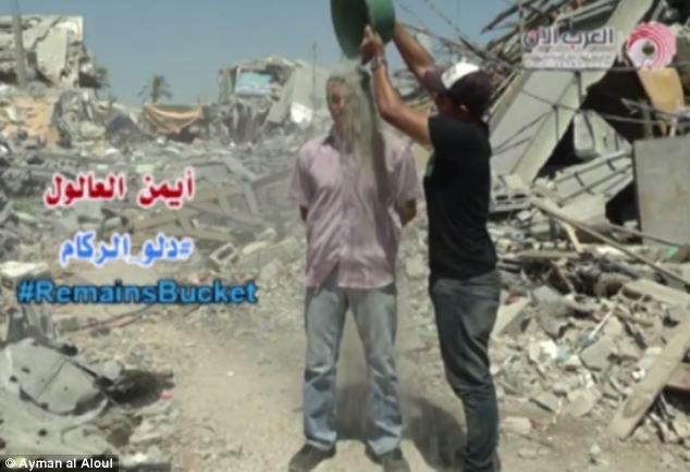 Γάζα: Πρόκληση με κουβάδες γεμάτους... μπάζα! (pics+video)