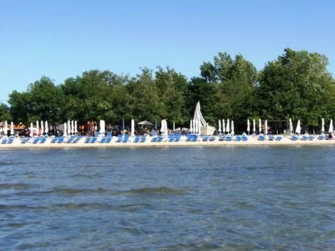 Ξάνθη: Ζευγάρι γυμνιστών «σκανδάλισαν» λουόμενους σε παραλία
