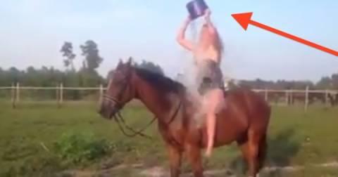 Ice Bucket Challenge πάνω σε άλογο; Θα πάει στραβά! (βίντεο)