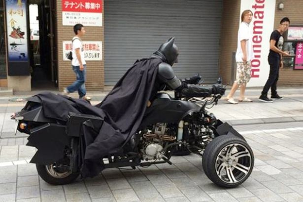 Ο Μπάτμαν μετακόμισε στο Τόκιο! (video+photos)