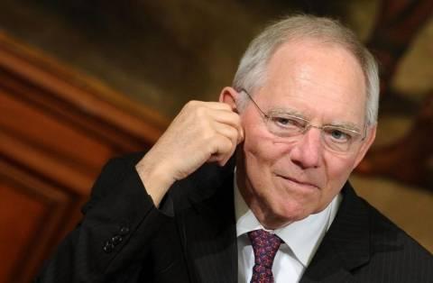 Σόιμπλε: Η ΕΚΤ δεν μπορεί να καταπολεμήσει τον αποπληθωρισμό