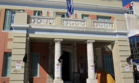 Συνθήματα κατά της ΧΑ στην τελετή ορκωμοσίας στην περιφέρεια Κρήτης