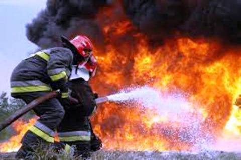 Τραυματίες δύο πυροσβέστες στην πυρκαγιά στον Θέρμο