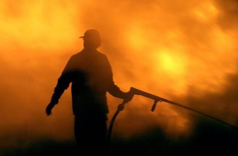Κίσαμος: Ολονύχτια μάχη των πυροσβεστών-Υπό μερικό έλεγχο η φωτιά