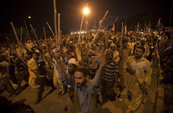 Πακιστάν: Δύο νεκροί και εκατοντάδες τραυματίες από συγκρούσεις (pics)