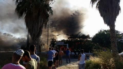 Μεγάλη φωτιά σε αποθήκη - Κάηκαν 2 οχήματα