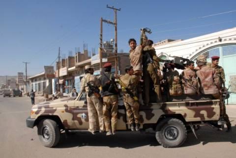 Υεμένη: Πολύνεκρες επιθέσεις βομβιστών-καμικάζι