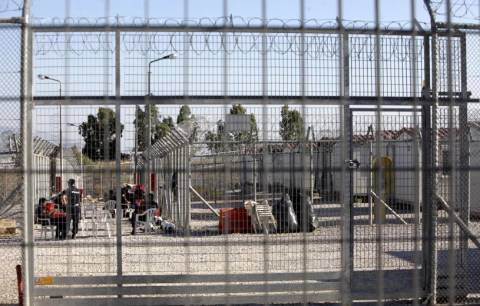 Ένταση μεταξύ μεταναστών και αστυνομικών στην Αμυγδαλέζα