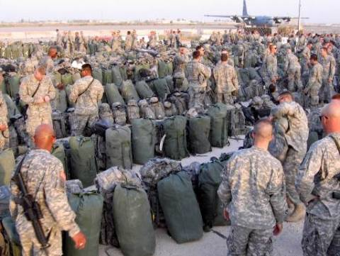 ΗΠΑ: Επιπλέον 350 στρατιωτικούς στέλνει στη Βαγδάτη ο Ομπάμα