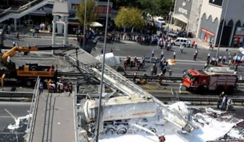 Κωνσταντινούπολη: Κατέρρευσε πεζογέφυρα