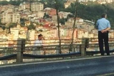 Τουρκία: Απειλούσε να αυτοκτονήσει και ο αστυνομικός έβγαζε selfie! (photo)