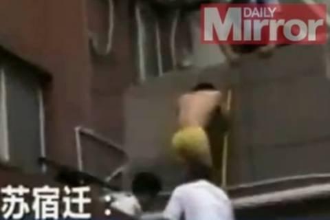 Κίνα: Μεθυσμένος διαρρήκτης την είδε... Superman! (video)