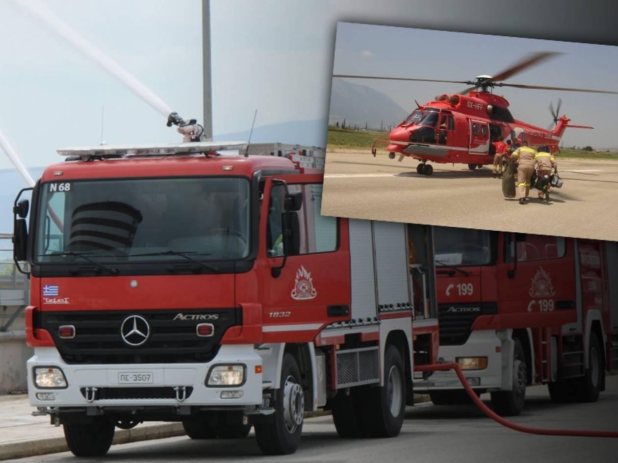 Επιχείρηση απεγκλωβισμού πυροσβεστικού και φορτηγού από χαράδρα