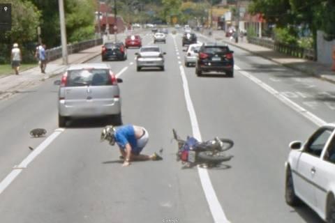 Αυτοκίνητο της Google Street View έπιασε τροχαίο! (pics)