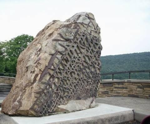 Το μυστήριο του γιγαντιαίου βράχου Waffle