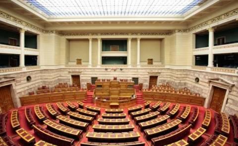 Αντικατάσταση της οροφής στην αίθουσα ολομέλειας της Βουλής