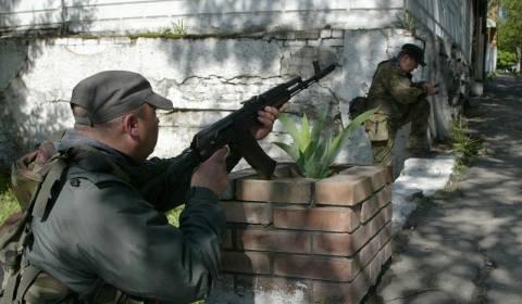 Οι αντάρτες λένε ότι μπήκαν στη Μαριούπολη, η κυβέρνηση το διαψεύδει
