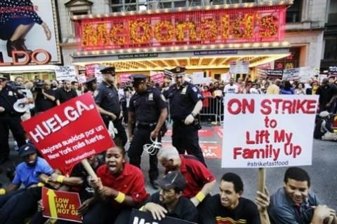 ΗΠΑ: Κύμα απεργιών και συγκεντρώσεων στις αλυσίδες φαστ φουντ