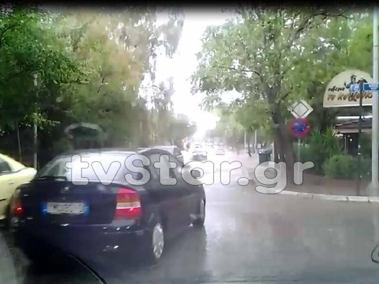 Πλημμύρες από την καταρρακτώδη βροχή στην Κηφισιά (vid)