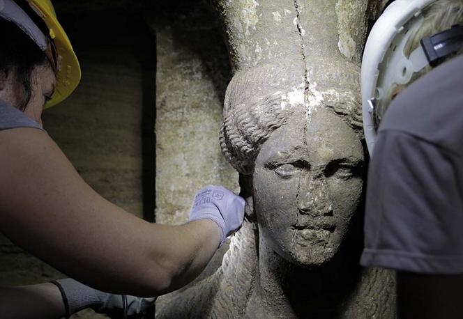 Οι καρυάτιδες δίνουν νέες διαστάσεις στο μυστήριο της Αμφίπολης