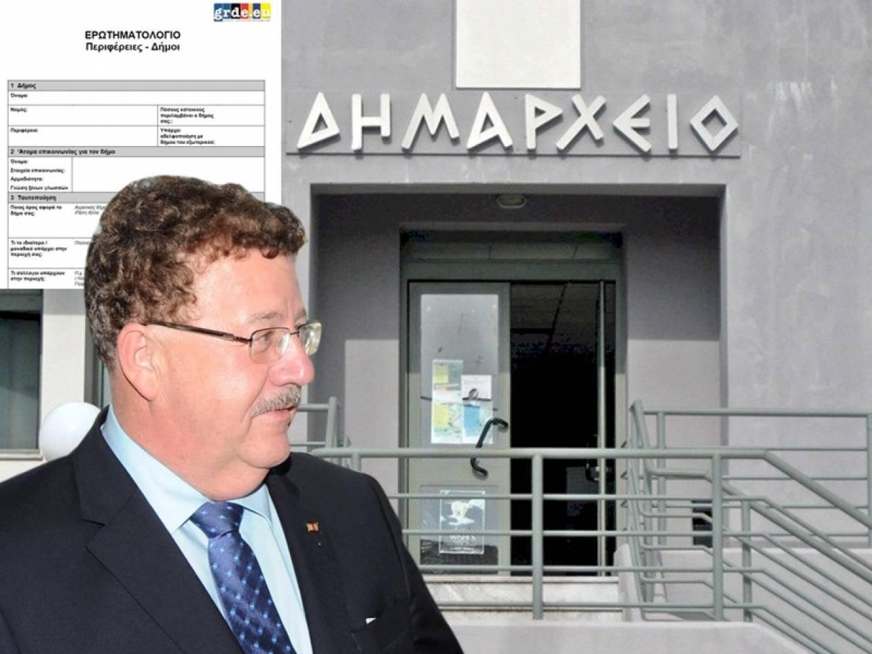Ο Φούχτελ θέλει να «φακελώσει» Δήμους και Περιφέρειες