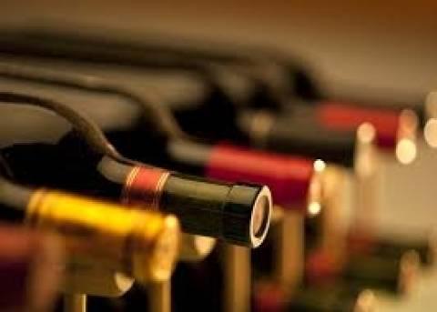 Κατασχέθηκαν χιλιάδες φιάλες από «μαϊμού» κρασιά