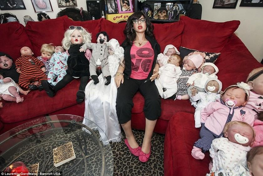 Έφτιαξε 300 αληθινές κούκλες από τα... μαλλιά του γιου της! (pics)
