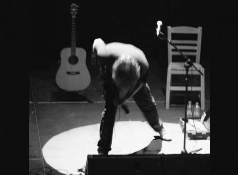 Ο Γιάννης Αγγελάκας στο Θέατρο Βράχων: «Όλα είναι δρόμος»