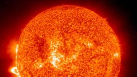 Ισχυρή ηλιακή «καταιγίδα» κατευθύνεται προς τη Γη - Ποιοι οι κίνδυνοι