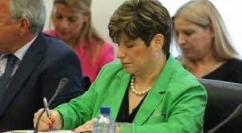 Η διοικήτρια της ΚΤ Κύπρου γίνεται θέμα στη Βουλή