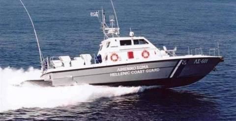 Αστυπάλαια: Αποκολλήθηκε φορτηγό πλοίο που είχε προσαράξει από τις 5 Σεπτεμβρίου