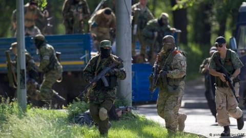 Ουκρανία: Πυρά βαρέος πυροβολικού στο αεροδρόμιο του Ντονέτσκ