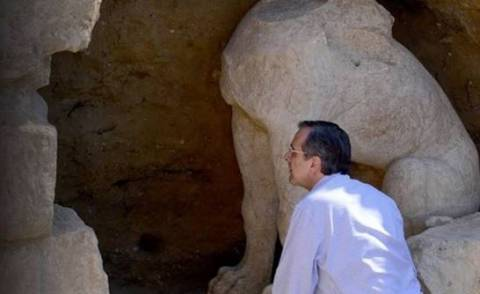 They use the tomb of Amphipolis to belittle the speech of Tsipras