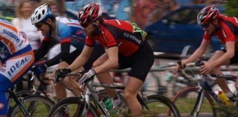 Φεμινισμός ή σεξισμός; Δείτε τη χειρότερη στολή για γυναίκες ποδηλάτες!