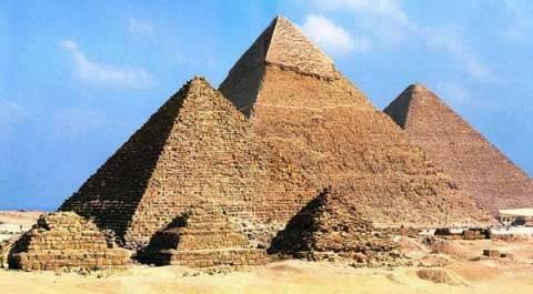 Στις πυραμίδες της Αιγύπτου με το Google Street View