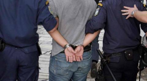 Αρχαιοκάπηλος συνελήφθη στη Ν. Μηχανιώνα- Είχε δύο πήλινους αμφορείς