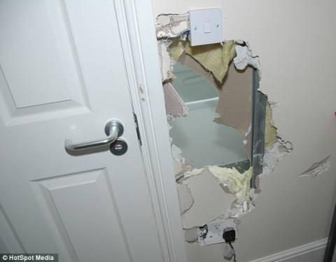 Εφιάλτης: Σχιζοφρενής διέλυσε τοίχο για να την βιάσει