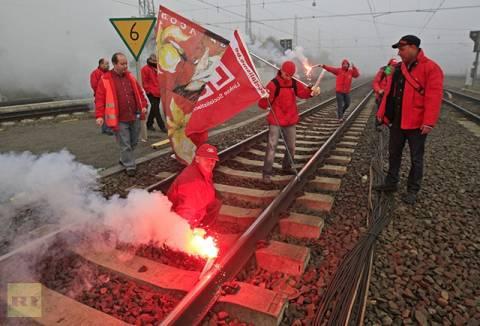 Αλληλεγγύη στις καθαρίστριες του ΥΠΟΙΚ από Βέλγους συναδέλφους