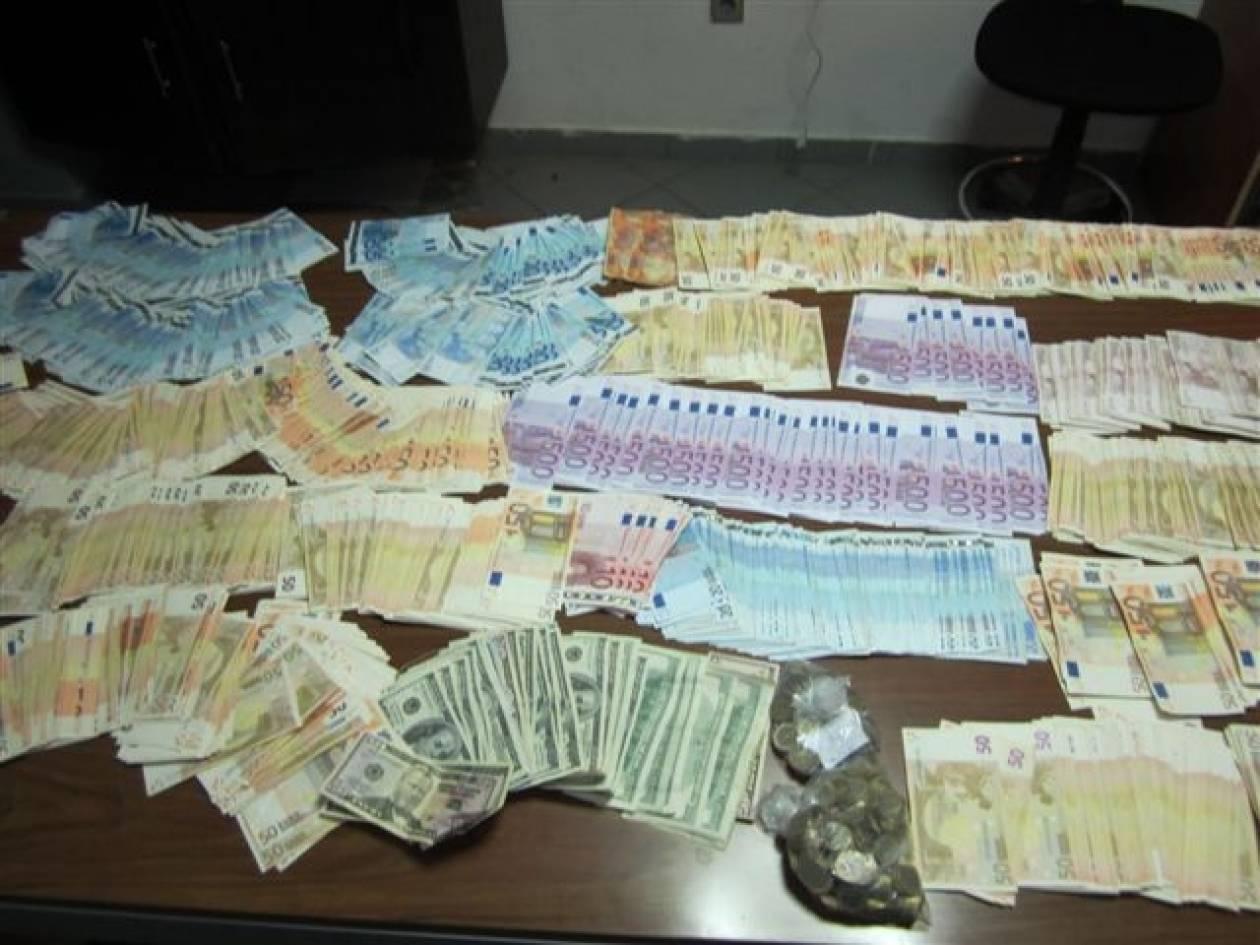 Αττική: Εξαρθρώθηκε σπείρα που πλαστογραφούσε ταξιδιωτικά έγγραφα (pics)