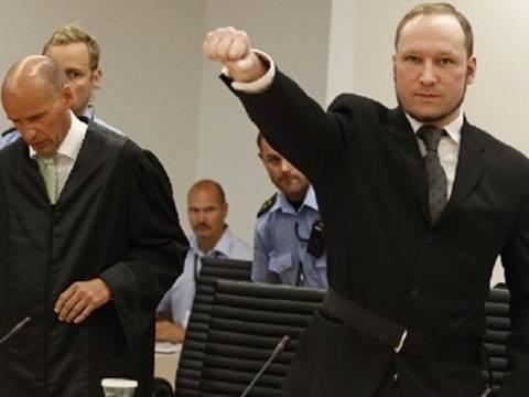 Ο μακελάρης του Όσλο υιοθετεί πιο ακραίες απόψεις στη φυλακή
