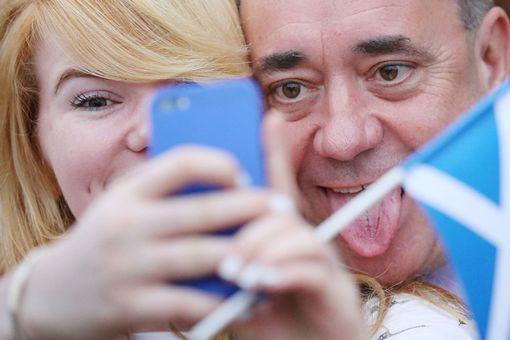 Alex-Salmond-poses-as-a-voter-in-Inverurie-take-a-selfie