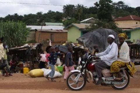 Γουινέα: Θανατηφόρα επίθεση κατοίκων εναντίον ενημερωτικής ομάδας του Έμπολα!