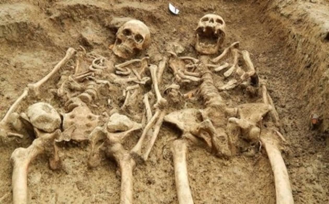 Βίντεο: Βρήκαν σκελετούς ερωτευμένων να κρατιούνται από το... χέρι